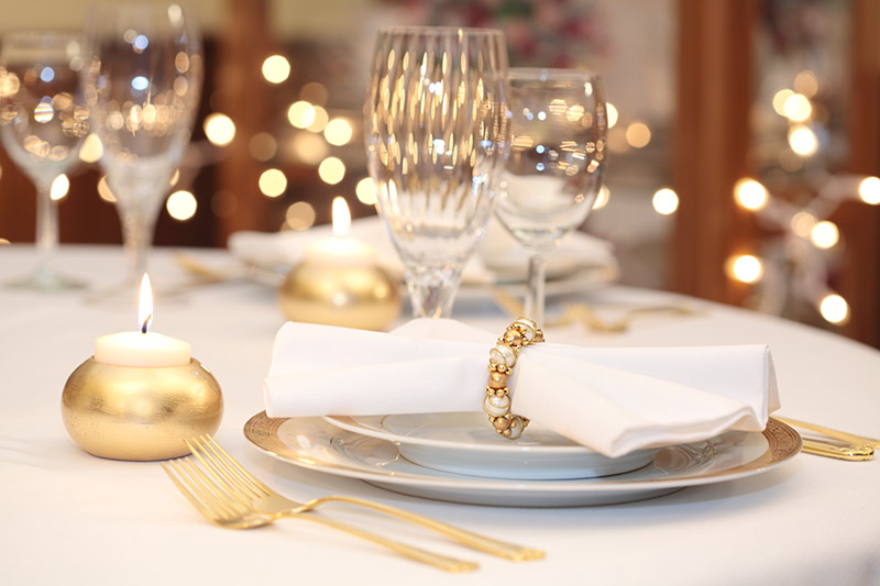 White Christmas Table Setting Spot Laundromats